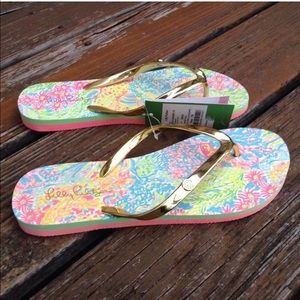 0e8615bee Lilly Pulitzer Shoes - Lilly Pulitzer Lovers Coral Sz 7 8 Pool Flip Flops